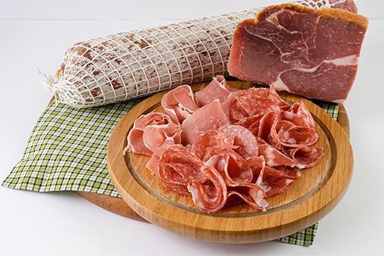 Ассорти из итальянских колбас