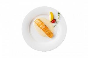Лосось с лимонно-сливочным соусом