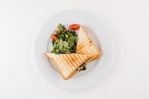 Панини с сыром и помидорами