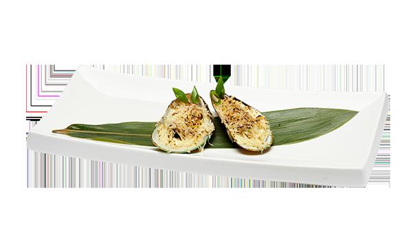 Мидии запеченные с чесночным  соусом и пармезаном