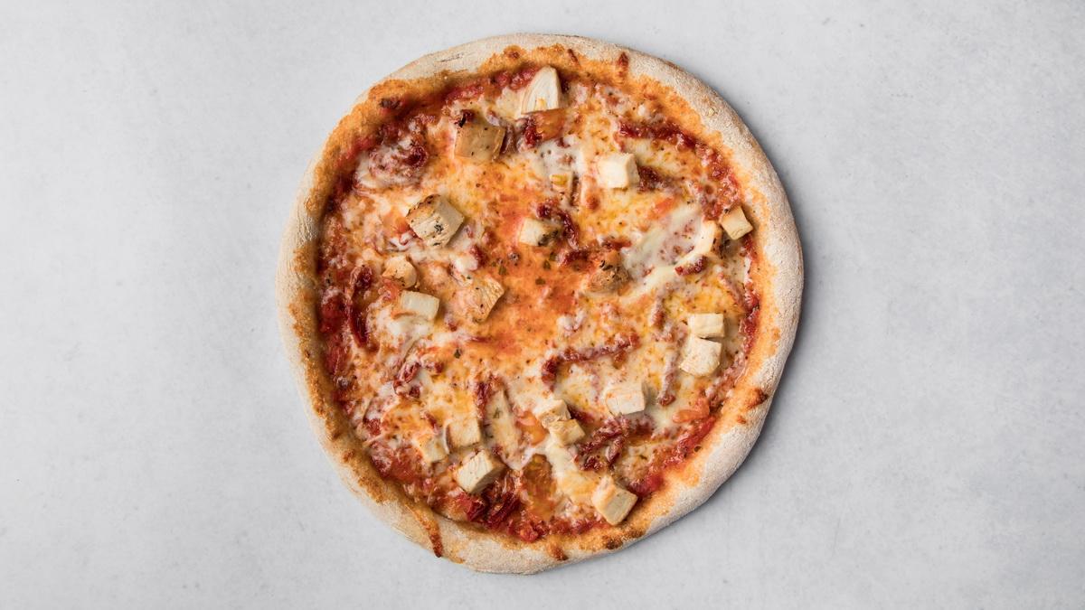 Пицца с цыпленком и вялеными томатами