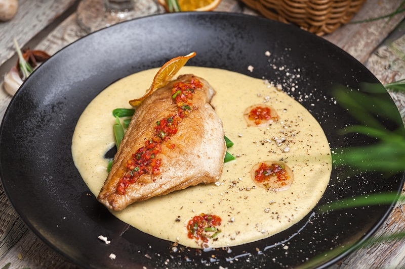 Жареное филе дорадо со сливочно-овощным пюре